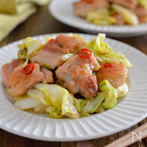 鶏もも肉とキャベツのポン酢炒め。簡単♪中華風のピリ辛おかず!