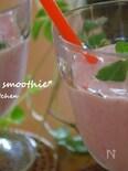苺とヨーグルトのスムージー