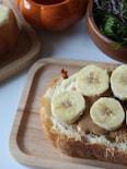 大好きなバナナ&ピーナッツバタートースト♪