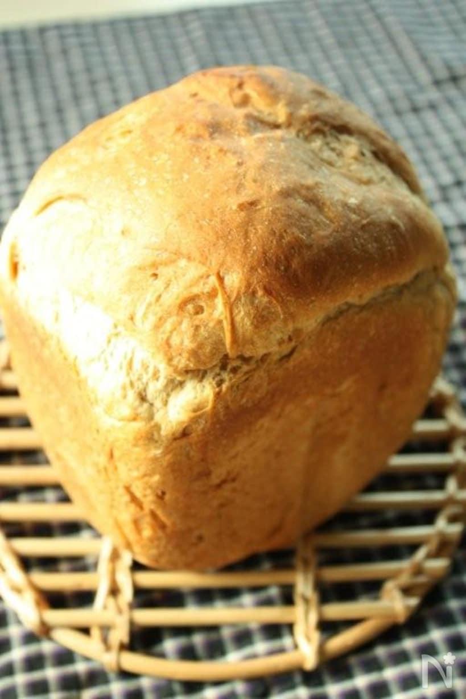 7. 黒蜜きな粉食パン