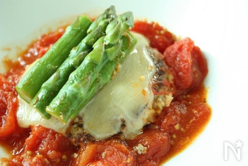 「トマト煮込みハンバーグ」の基本レシピ!おすすめ献立を添えての画像