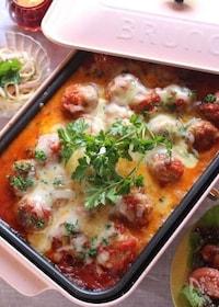 『ホットプレートでミートボールのチーズトマト煮込み』