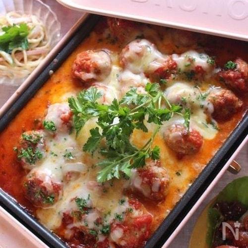 ホットプレートでミートボールのチーズトマト煮込み