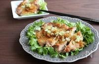 揚げずに簡単!パリパリジューシーな油淋鶏の作り方。