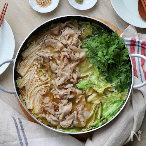 豚キャベツのごま油鍋。