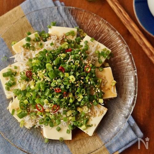 薬味まみれ!ごま油香るシラスと豆腐のサラダ