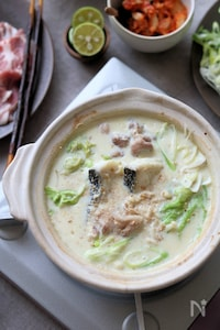ごま生姜豆乳鍋。