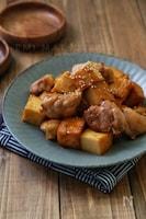 *鶏肉と絹厚揚げのオイスターバター酢照り焼き*