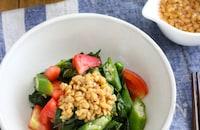 【旬おかず】納豆ドレッシングで食べる!モロヘイヤのサラダ