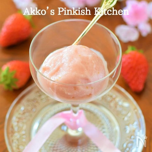 苺と甘酒のアイスクリーム シュガーフリーのデザート