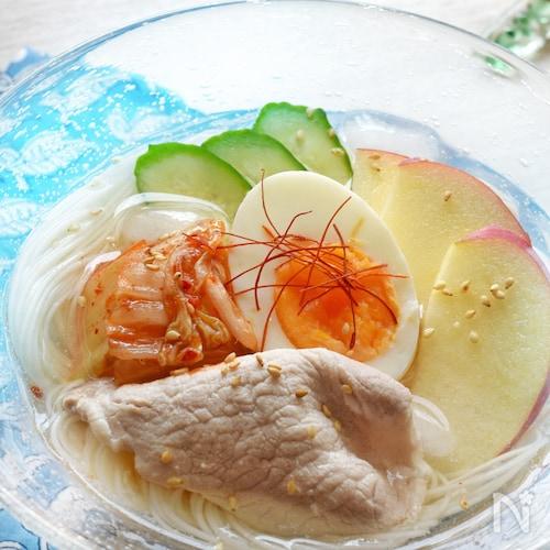 水と鶏がらスープの素で簡単。美味しい。「韓国冷麺風そうめん」
