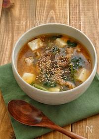 『胡椒を効かせる大人味*小松菜と豚肉の酸辣湯風スープ*』