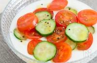 トマト&きゅうりの水玉ベジヨーグルト