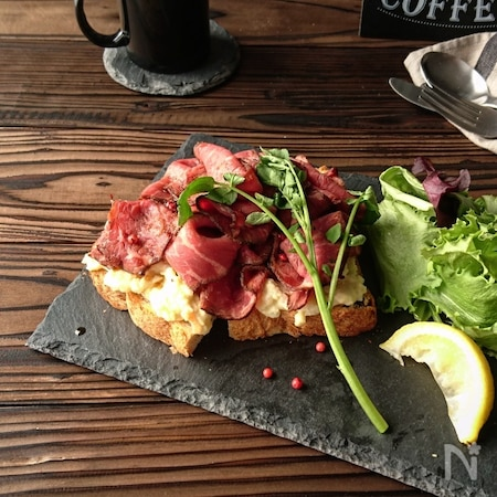 スレート皿でカフェ風ランチ