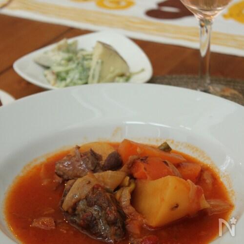 牛肉と野菜の白ワイン煮込み