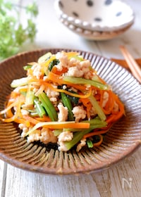 『ずっと食べてられる♡『小松菜と人参と鶏そぼろの炒め煮』』