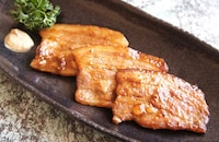 豚三枚肉の北京ダックソース焼き
