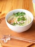 スープから作る鶏肉のフォー