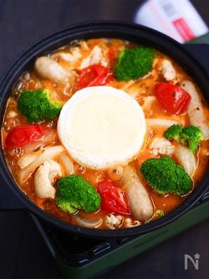 鶏とフレッシュトマトのカマンベールフォンデュ鍋