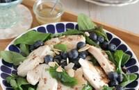 ブルーベリーと自家製鶏ハムのサラダ