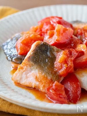 鮭のトマトコチュジャンまみれ♪子どもも好きなこってり甘口