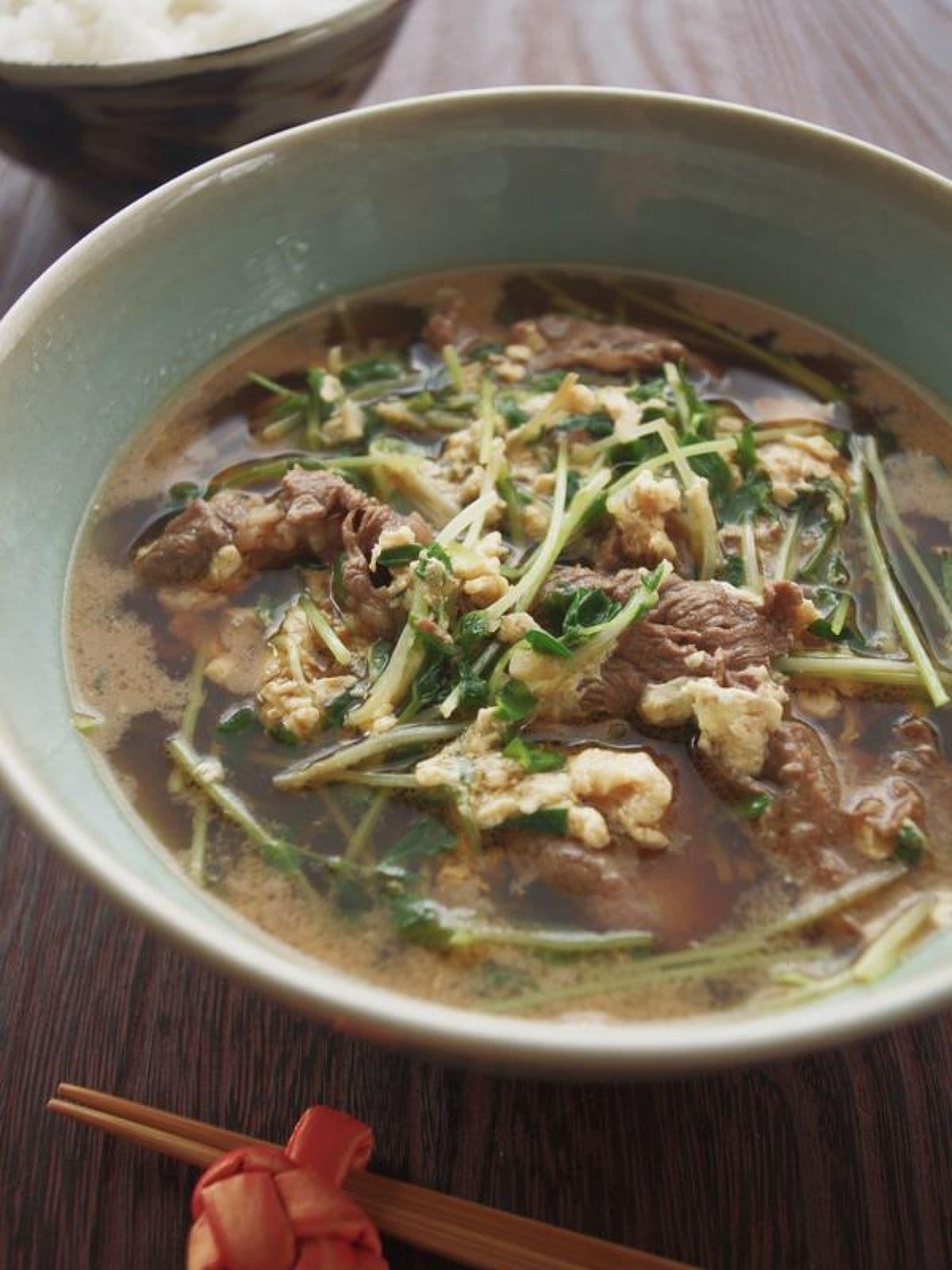 ごまらー油で♪韓国風牛肉と豆苗のピリ辛スープ by ヤミー