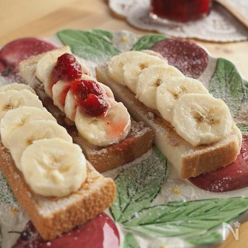 ピーナツバターとバナナのスティックオープンサンド