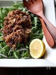 牛肉のオイスター炒めのっけの春菊サラダ。
