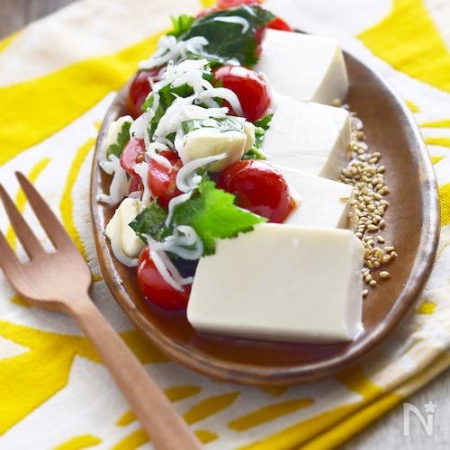 3分・子供も大人も満足!トマトとクリームチーズの豆腐サラダ