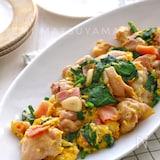 *鶏肉とベーコンとほうれん草のガーリック卵炒め*