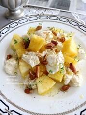 パイナップルとアーモンドのモッツァレラサラダ