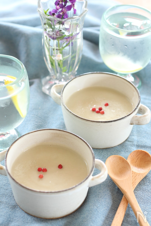 スープカップに入ったなすの白みそポタージュ