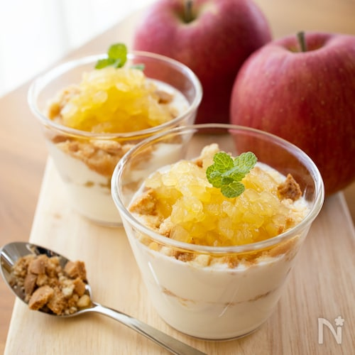 りんごとヨーグルトのパフェ風【レンジで簡単りんごジャム】