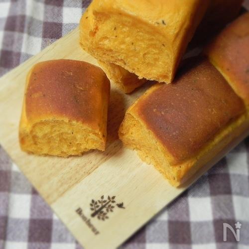 トマトとバジルのミニ食パン