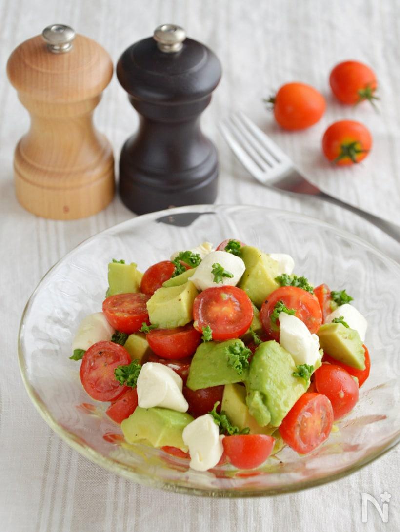 トマトとアボカドのさっぱりサラダ