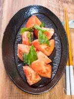トマトと生バジルのサラダ