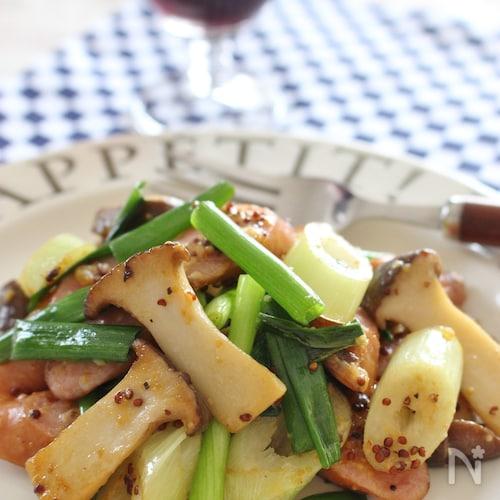 粗挽きソーセージと野菜の粒マスタード&チーズ炒め