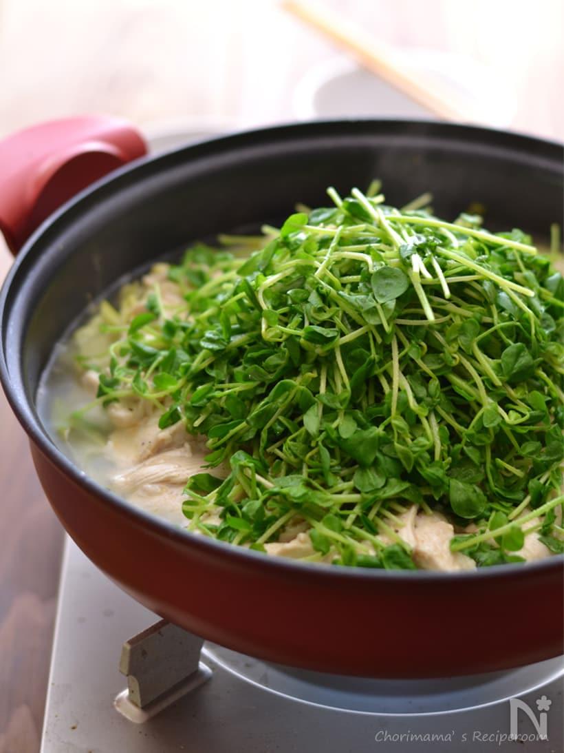 お鍋に入ったレモン鶏の白菜蒸し鍋
