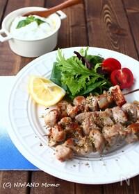 『豚肉のスブラキ (ギリシャ風 串焼き肉)』