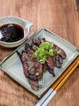 自家製焼肉のたれでハラミ肉を食べる
