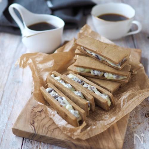 黒糖クッキーで、レーズンバターサンド
