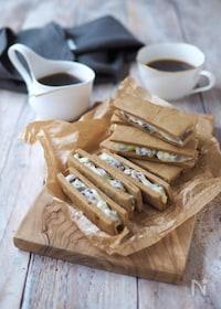 『黒糖クッキーで、レーズンバターサンド』