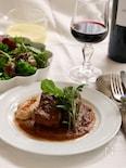 牛肉の赤ワイン煮込みとフムス