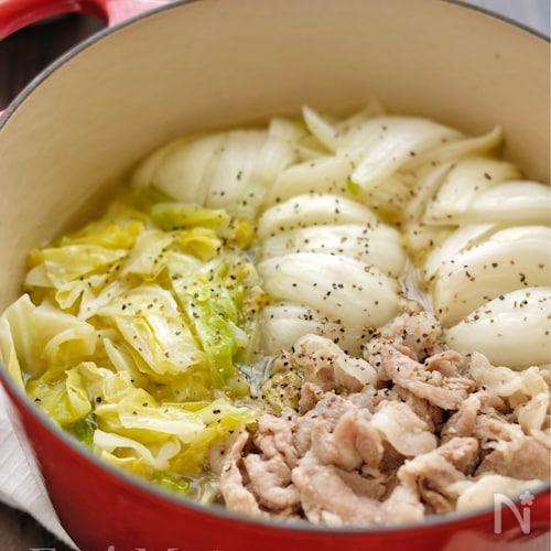 *春キャベツと新玉ねぎと豚こまのガリバタ蒸し煮*
