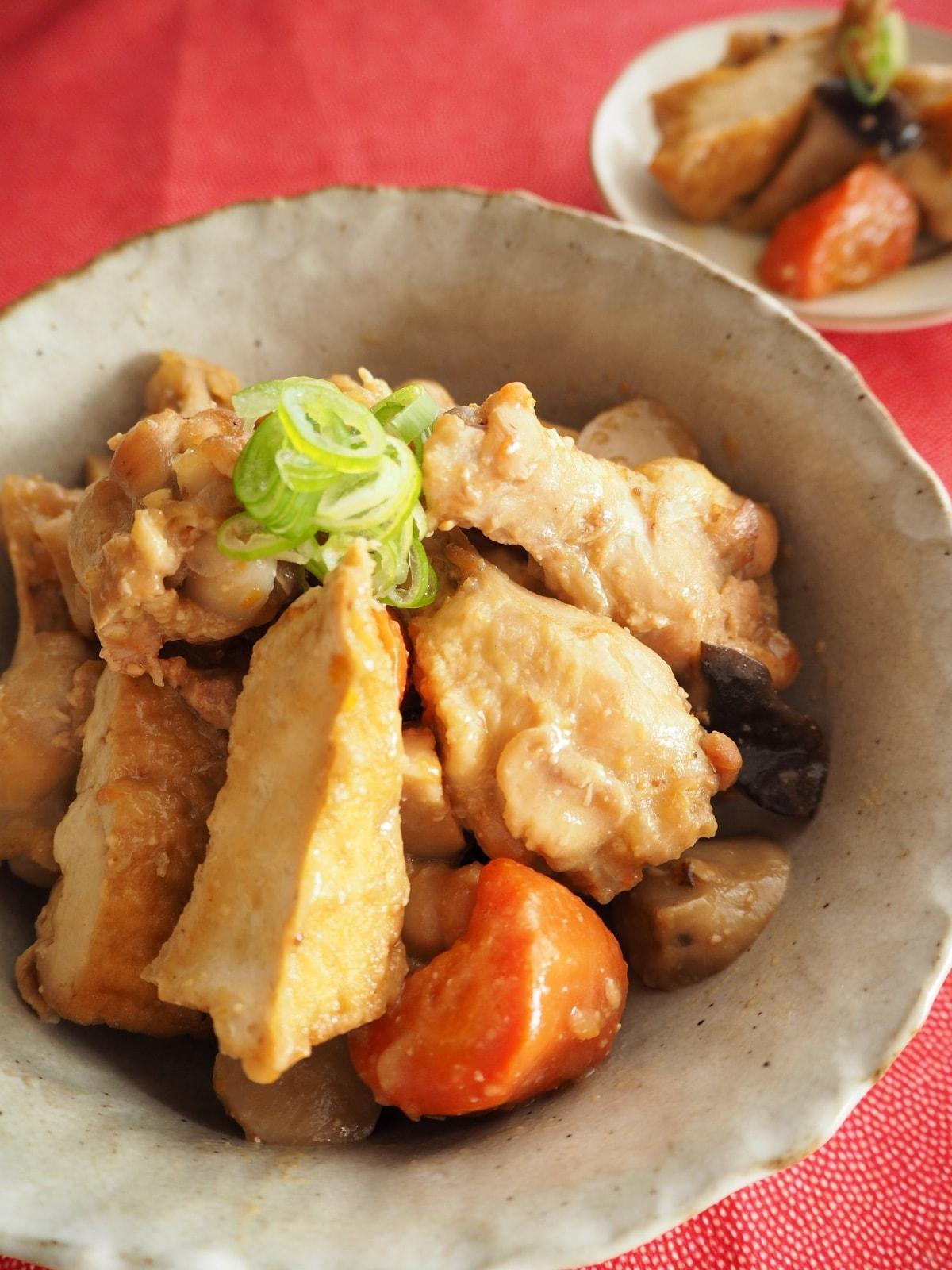 鶏手羽元と厚揚げの味噌煮