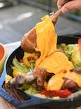 スモークターキードラムスティックと野菜のぎゅうぎゅう蒸し焼き