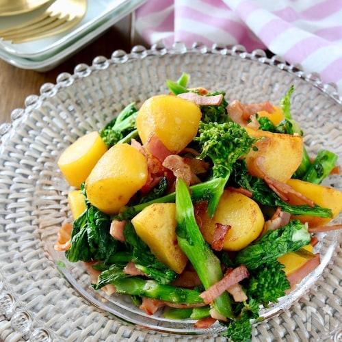 菜の花とベーコンポテトのホットサラダ