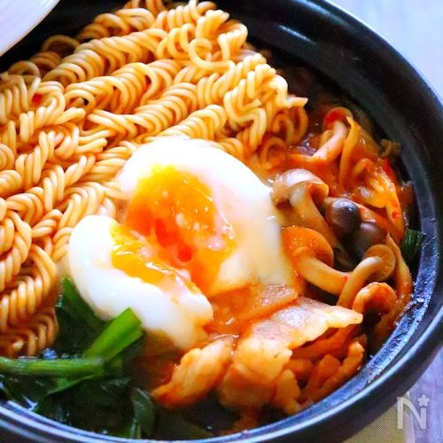 ピリ辛こく旨!韓国風チゲ鍋の作り方レシピ【一人鍋】