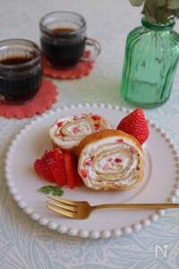 ホケミで簡単シリーズ!タルギケーキ風イチゴのくるくるクレープ