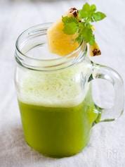 代謝アップ!パイナップル&レタスのグリーンジュース